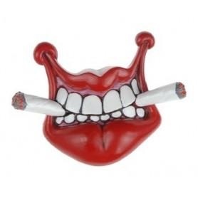 Imán de labios con dos cigarros